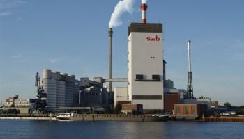 Dampfkraftwerk Bremen-Hastedt, Ansicht vom linken Weserufer.