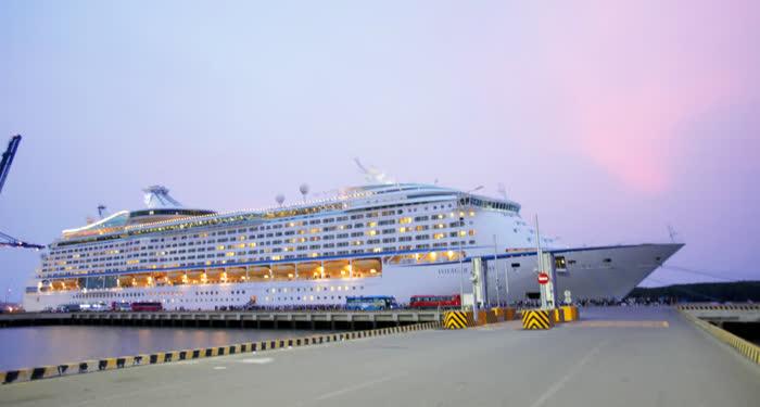 Shore excursion Chan May Hue