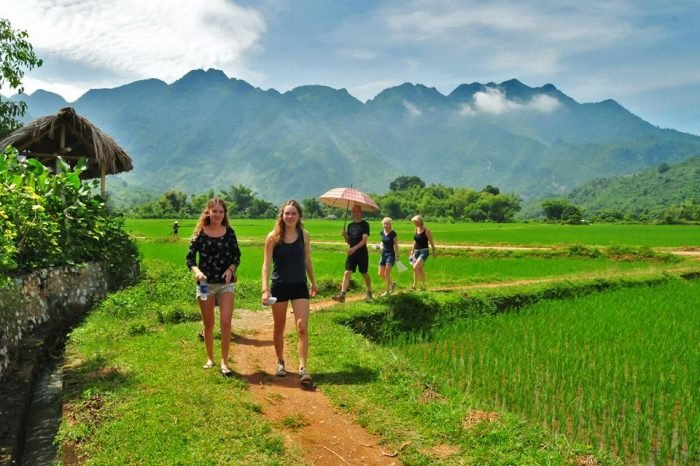 Hanoi to Mai Chau by private car