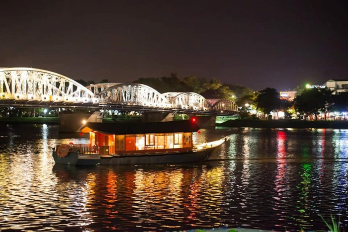Huong River sunset tour with Vietnam Locals