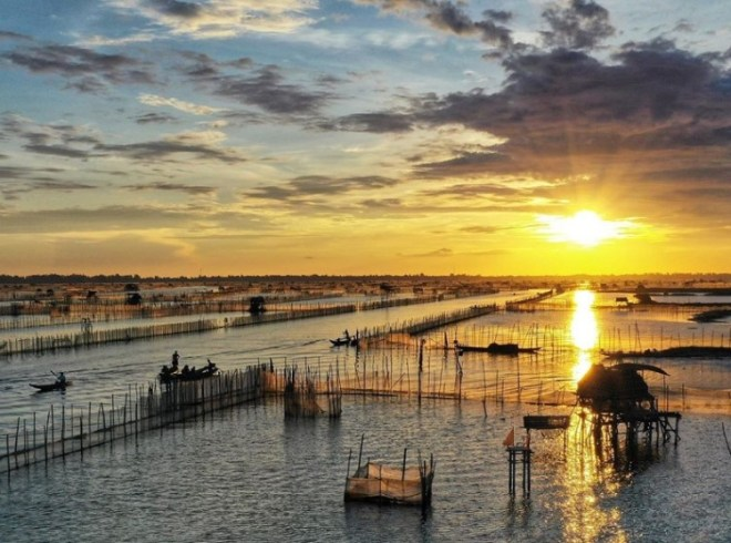 Sunrise on Tam Giang lagoon- Hoi An Private Car