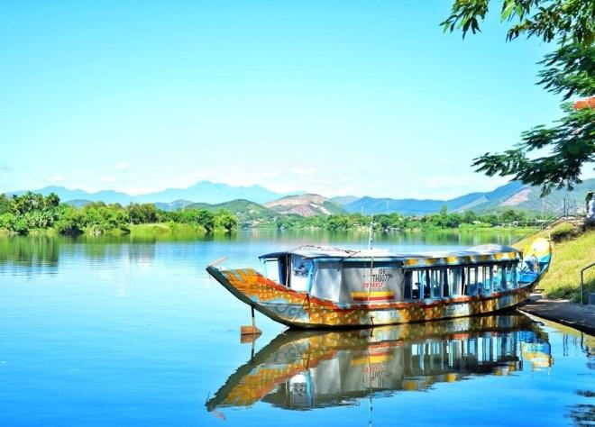 Hue Boat Trip On Perfume River- Hoi An Private Car