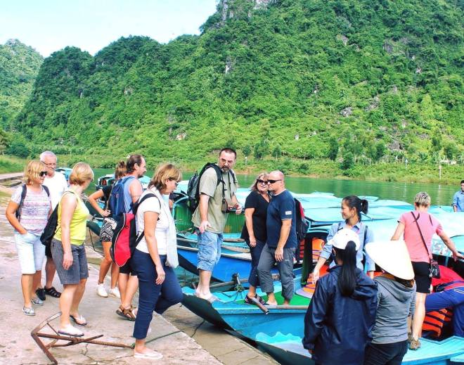 Hue-To-Phong-Nha-Cave-Tour-1-Day-Hoi-An-Private-Car-Travel-Transports