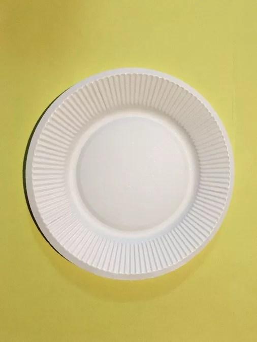 紙皿のメダルの作り方1