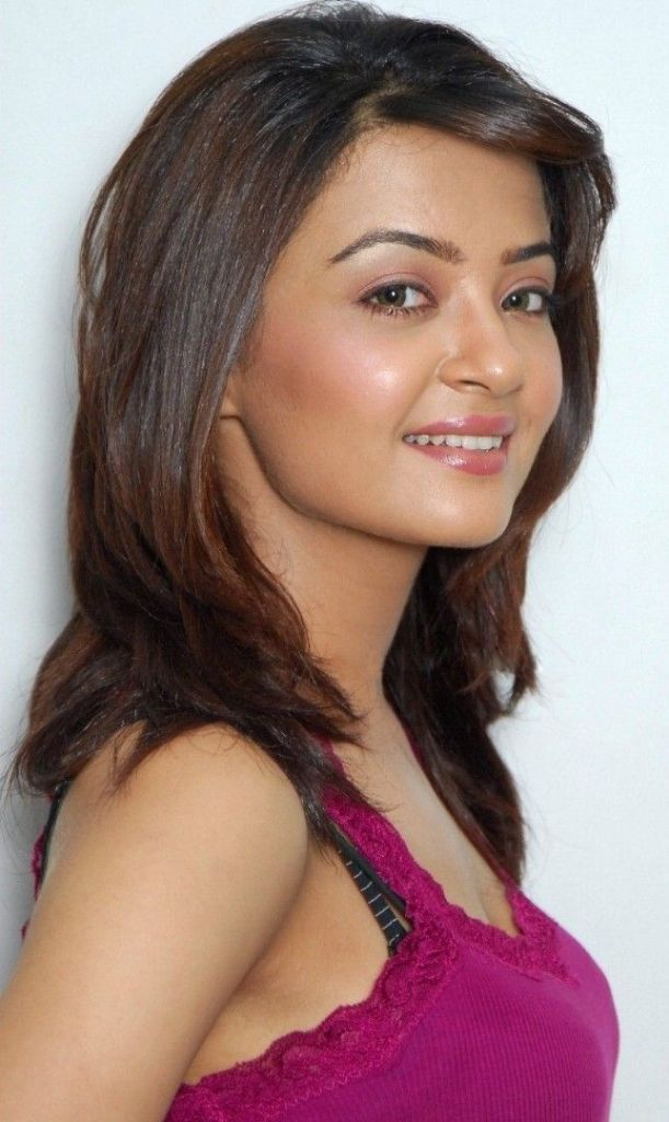 Surveen Chawla Wiki, Age, Biography, Movies, and Stunning Photos 102