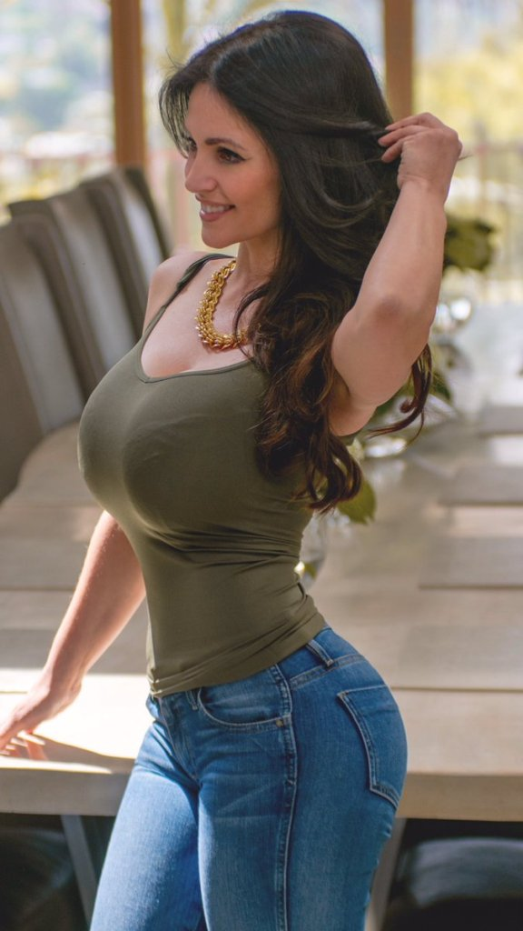 Denise Milani Wiki, Age, Biography, Height, and Glamorous Photos 103