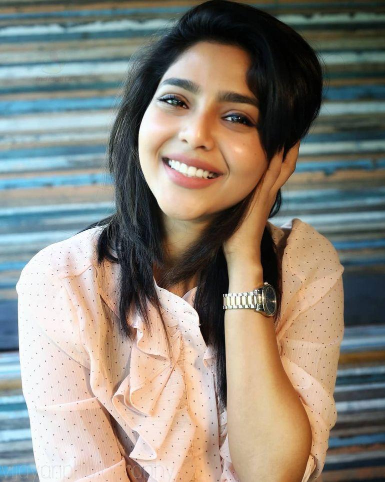 Aishwarya Lekshmi Wiki, Biography, Age, Boyfriend, and Beautiful Photos 144