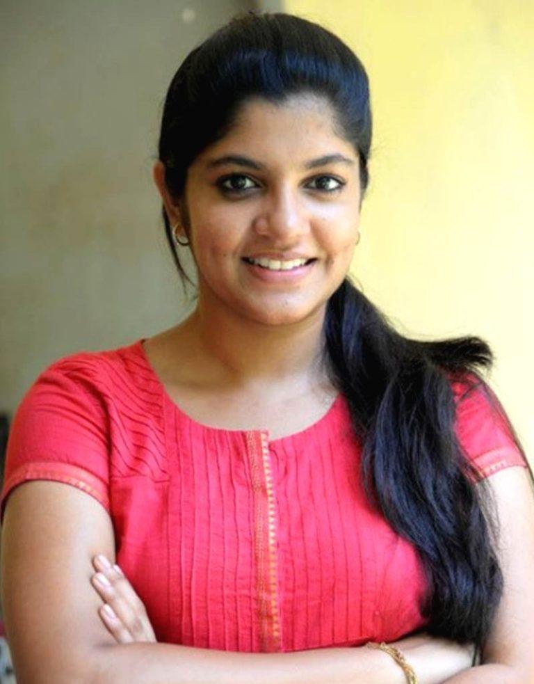 Aparna Balamurali Wiki, Biography, Age, Boyfriend, and Beautiful Photos 135
