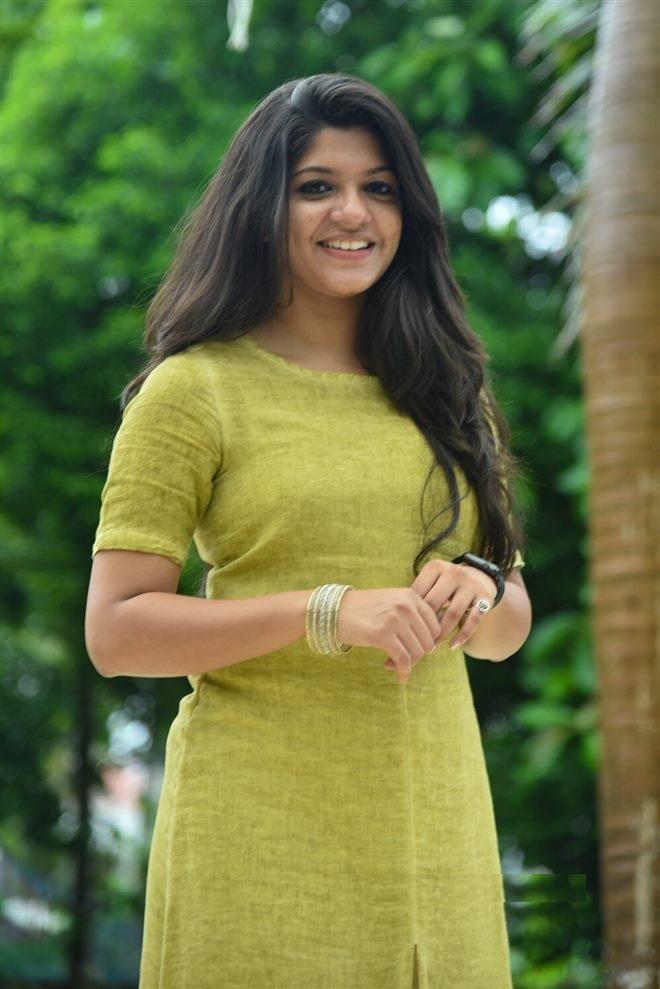Aparna Balamurali Wiki, Biography, Age, Boyfriend, and Beautiful Photos 147