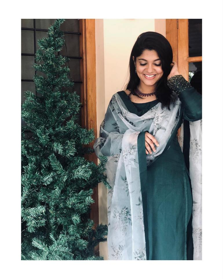 Aparna Balamurali Wiki, Biography, Age, Boyfriend, and Beautiful Photos 108