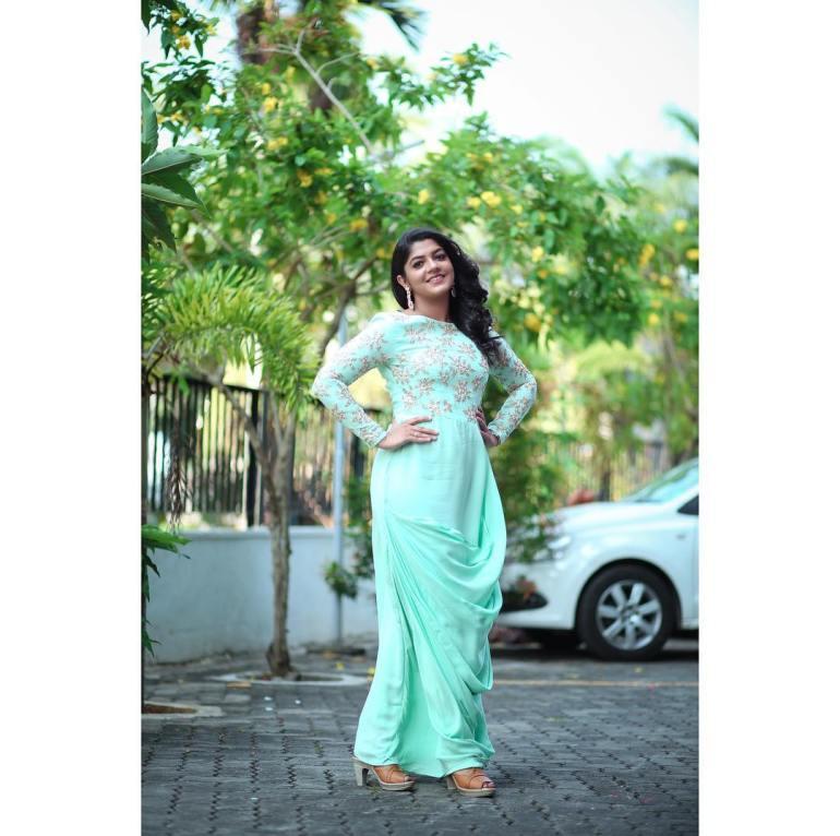 Aparna Balamurali Wiki, Biography, Age, Boyfriend, and Beautiful Photos 110