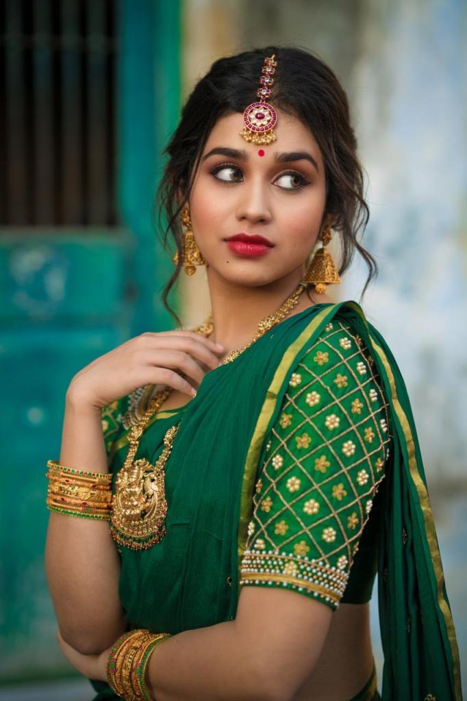 Meenakshi Govindarajan Wiki, Age, Biography, Movies, and Gorgeous Photos 103