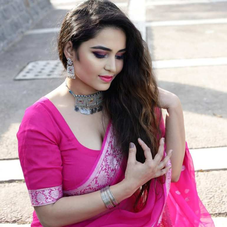 The Breathtaking Beauty of India Neeru Starlet Wiki, Age, Biography, Movies, and Gorgeous Photos 106