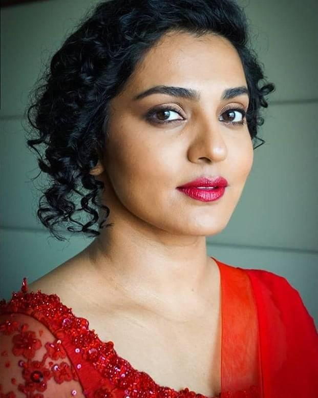 Parvathy Thiruvothu Wiki, Age, Biography, Movies, and Stunning Photos 115