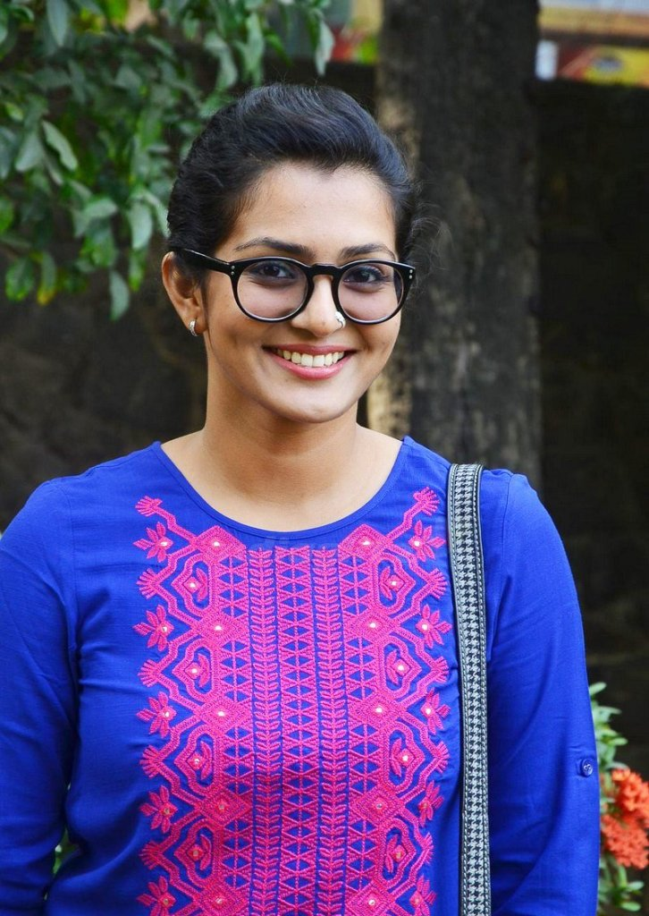 Parvathy Thiruvothu Wiki, Age, Biography, Movies, and Stunning Photos 122
