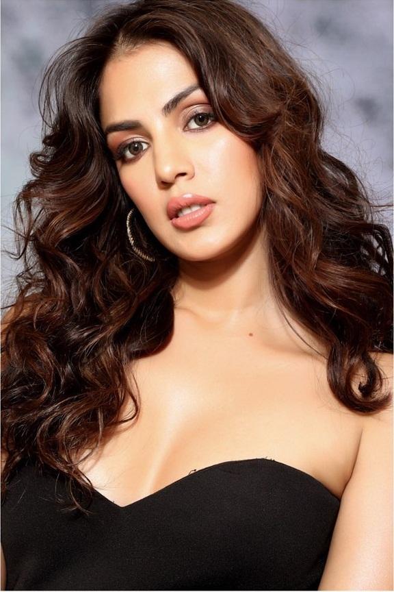Rhea Chakraborty Wiki, Age, Biography, Movies, and Beautiful Photos 109