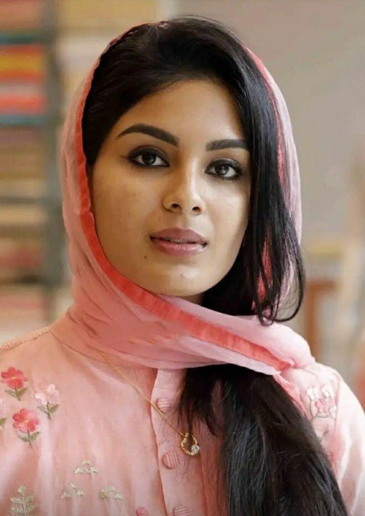 Samyuktha Menon Wiki, Age, Biography, Movies, and Gorgeous Photos 108