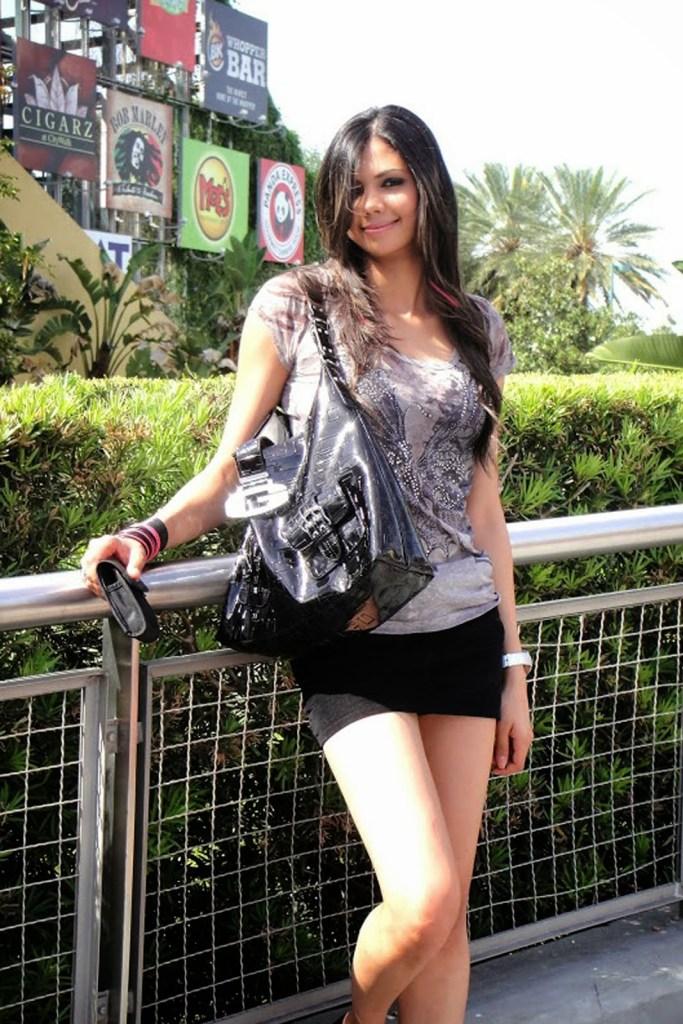 Sharmila Nicollet Wiki, Age, Biography, Family, Career, and Beautiful Photos 112