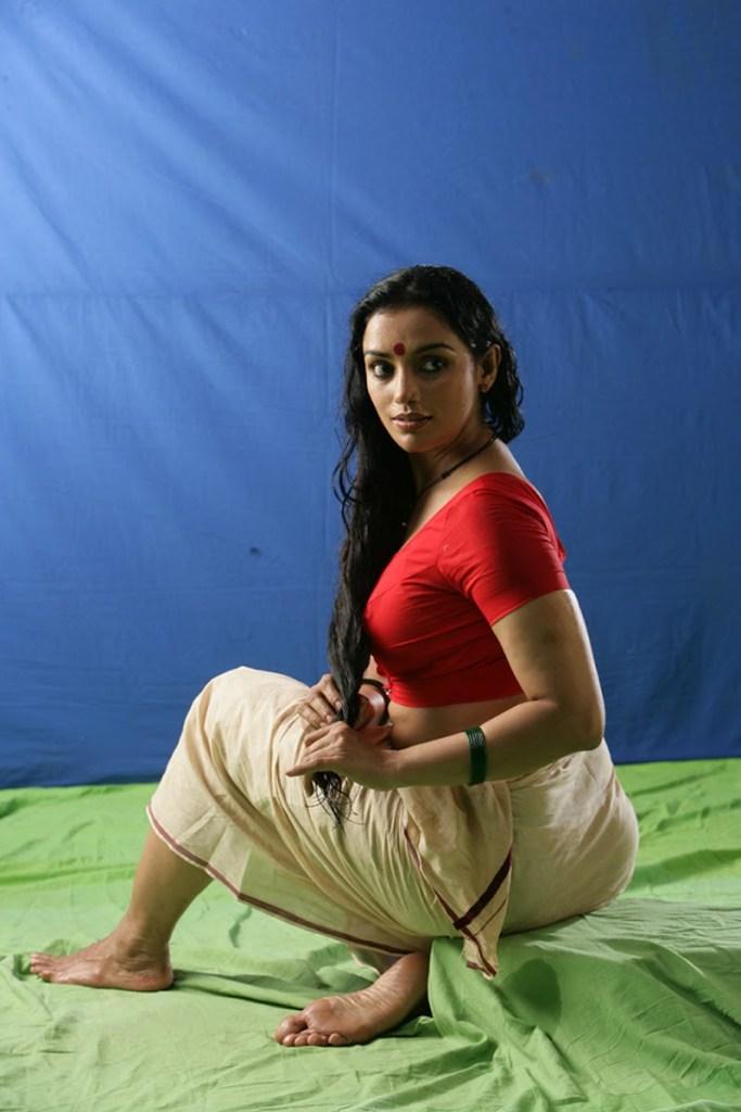 Swetha Menon Wiki, Age, Biography, Movies, and Stunning Photos 123