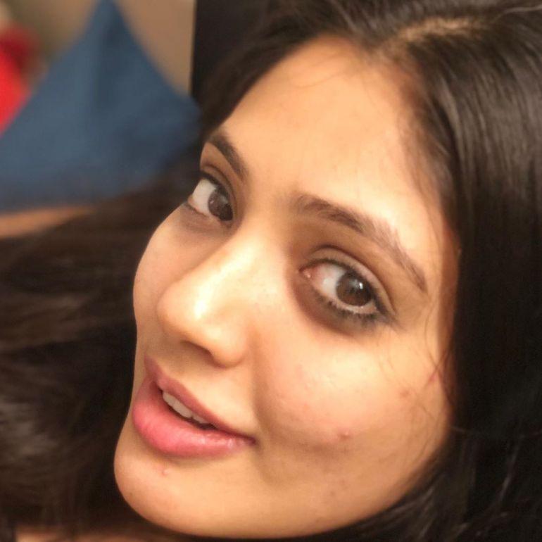 Veena Nandakumar Wiki, Age, Biography, Movies, and glamorous Photos 116