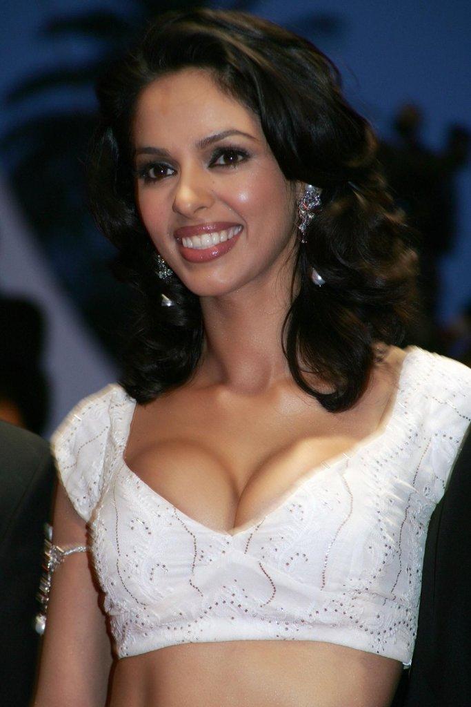 Mallika Sherawat Wiki, Age, Biography, Movies, and Gorgeous Photos 112