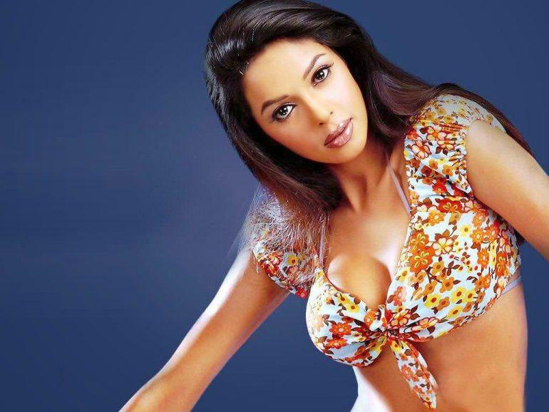 Mallika Sherawat Wiki, Age, Biography, Movies, and Gorgeous Photos 107