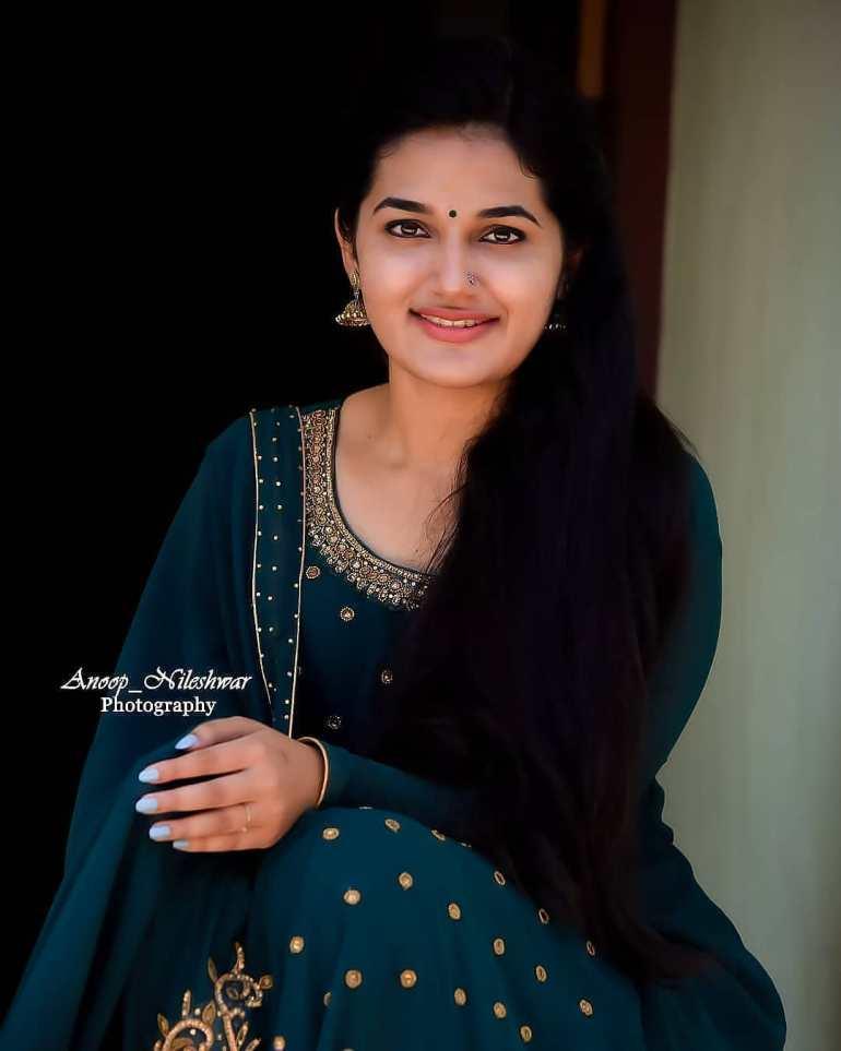 Aparna Janardanan Wiki, Age, Bio, Movies, Husband, Height, TV Shows, Photos 112