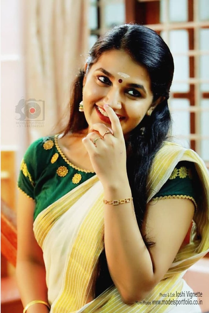 Aparna Janardanan Wiki, Age, Bio, Movies, Husband, Height, TV Shows, Photos 114