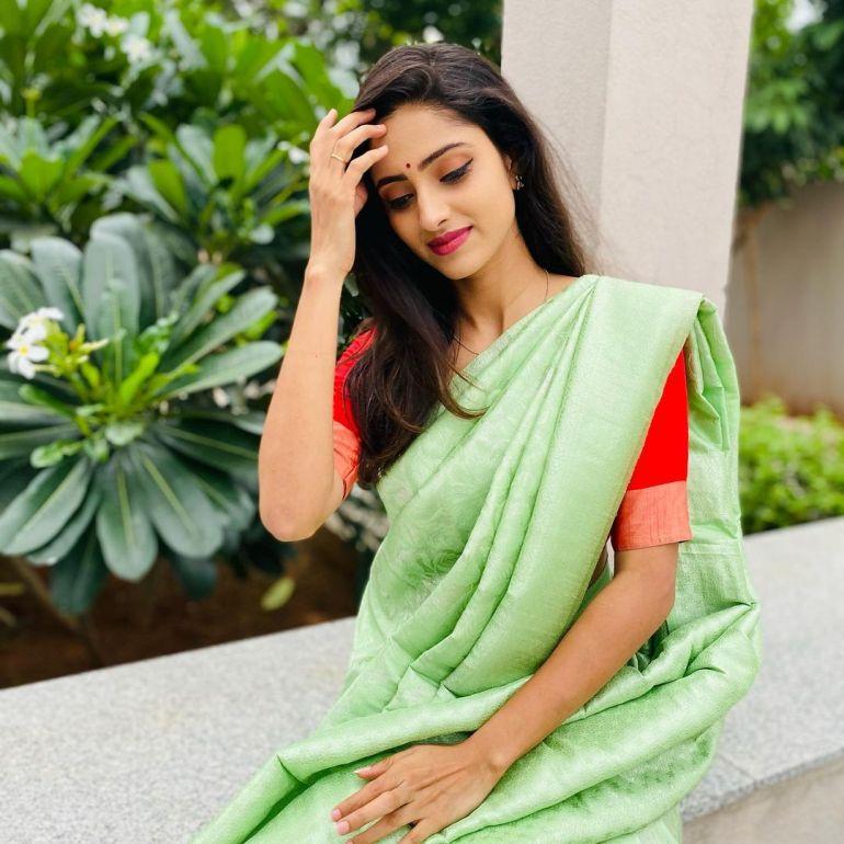 Ayesha ( Actress) Wiki, Age, Biography, Movies, and Beautiful Photos 135