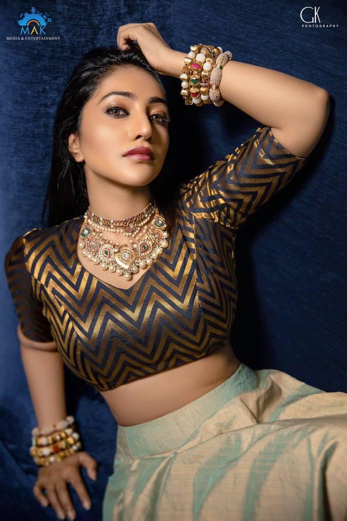 Bommu Lakshmi Wiki, Age, Biography, Movies, and Gorgeous Photos 125