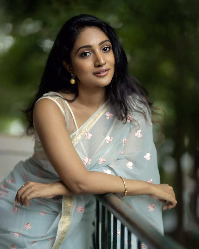 Bommu Lakshmi Wiki, Age, Biography, Movies, and Gorgeous Photos 117