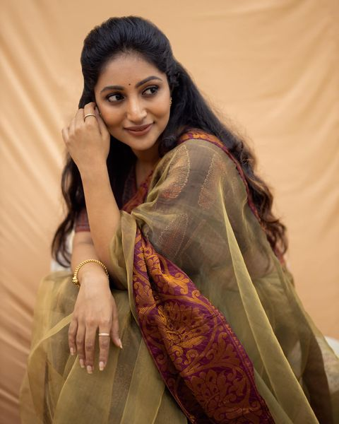 Bommu Lakshmi Wiki, Age, Biography, Movies, and Gorgeous Photos 119