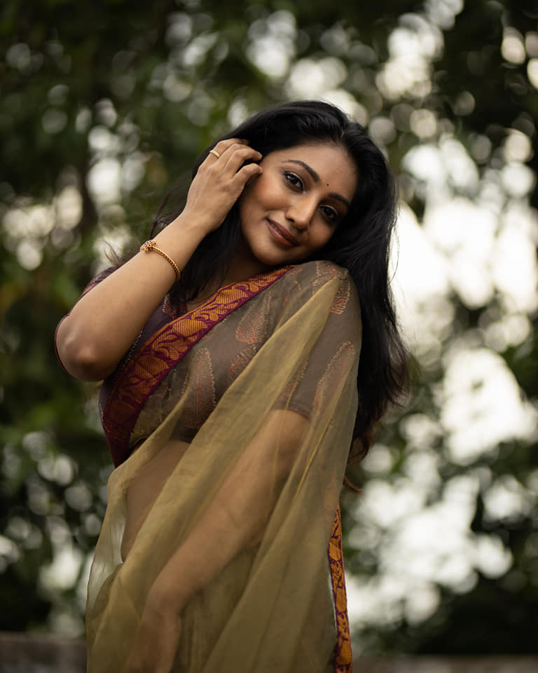 Bommu Lakshmi Wiki, Age, Biography, Movies, and Gorgeous Photos 120