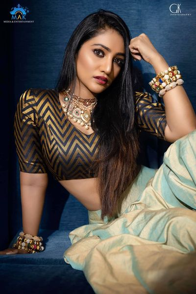 Bommu Lakshmi Wiki, Age, Biography, Movies, and Gorgeous Photos 124