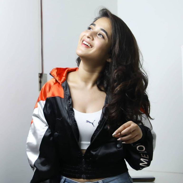 Deepthi Sunaina Wiki, Age, Biography, Movies, and Beautiful Photos 112