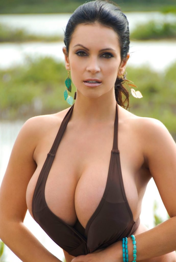 Denise Milani Wiki, Age, Biography, Height, and Glamorous Photos 117