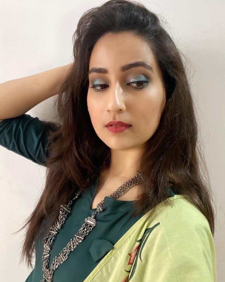 Manjusha Rampalli (Anchor Manjusha) Wiki, Age, Biography, Movies, and Stunning Photos 117