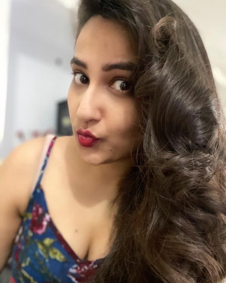 Manjusha Rampalli (Anchor Manjusha) Wiki, Age, Biography, Movies, and Stunning Photos 126