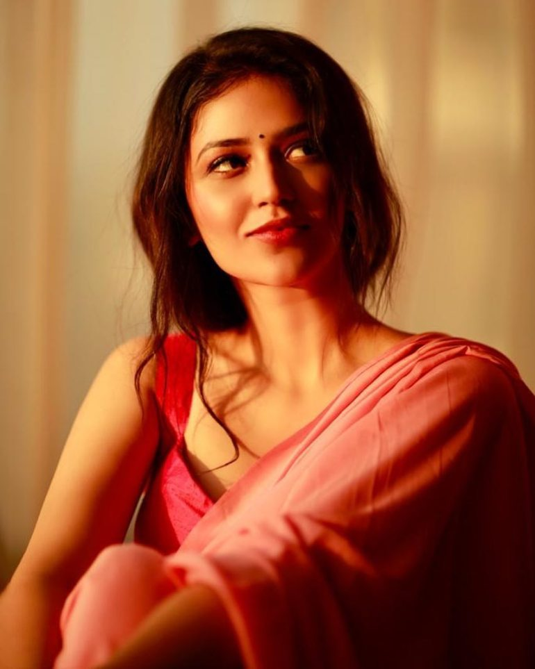 Priyanka Jawalkar Wiki, Age, Biography, Movies, and Stunning Photos 111