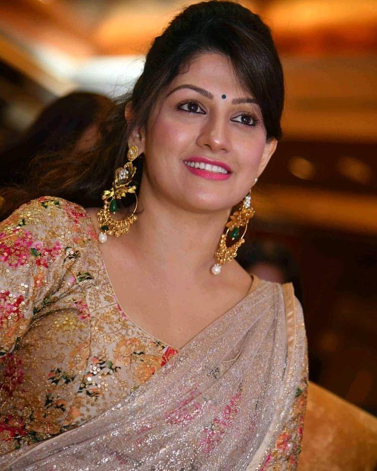 Radhika Kumaraswamy Wiki, Age, Biography, Movies, and Beautiful Photos 118
