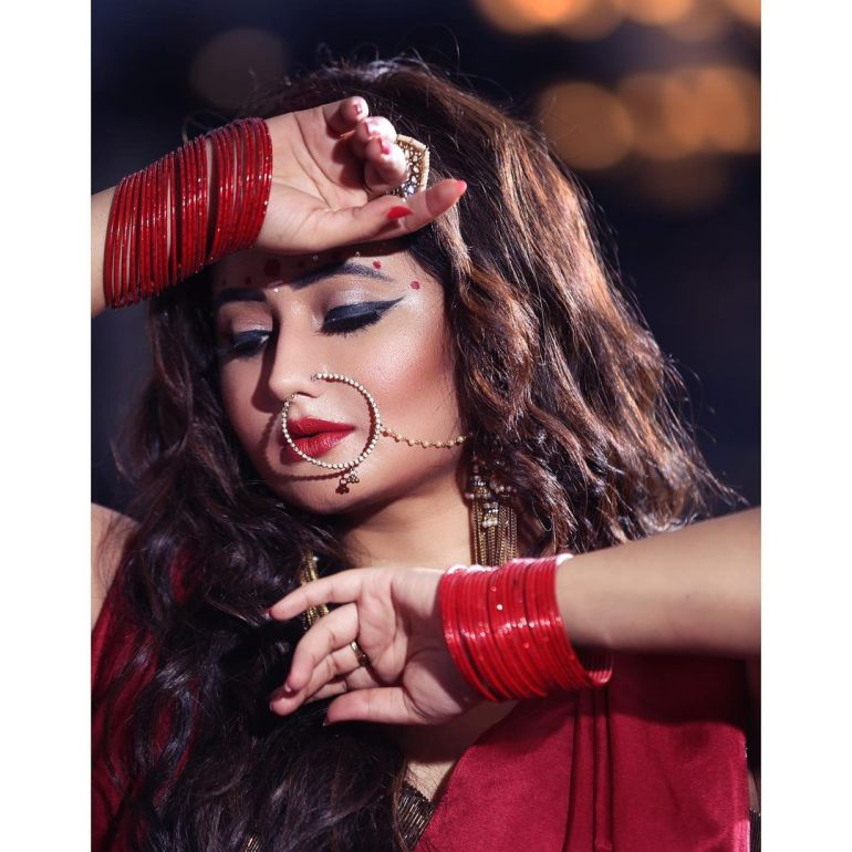Rashmi Desai Wiki, Age, Biography, Movies, and Beautiful Photos 122