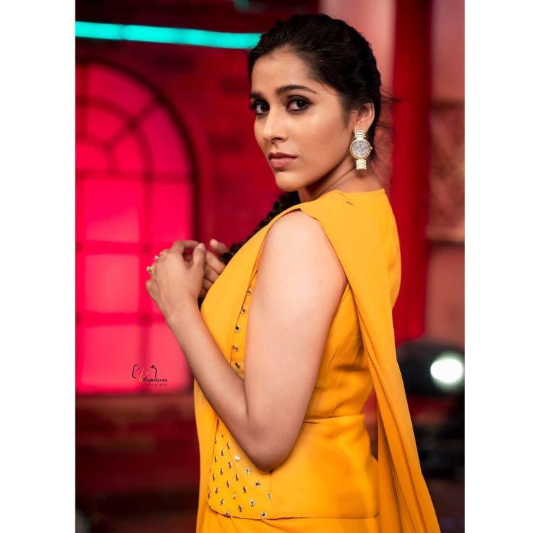 Rashmi Gautam Wiki, Age, Biography, Movies, and Gorgeous Photos 110