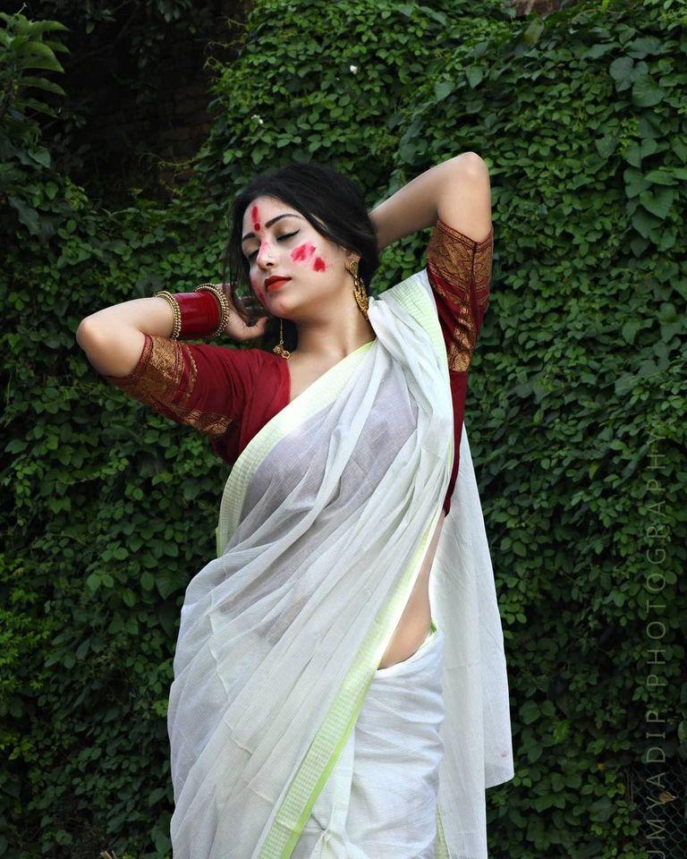 Rupsa Saha Chowdhury Wiki, Age, Biography, Movies, and Glamorous Photos 120