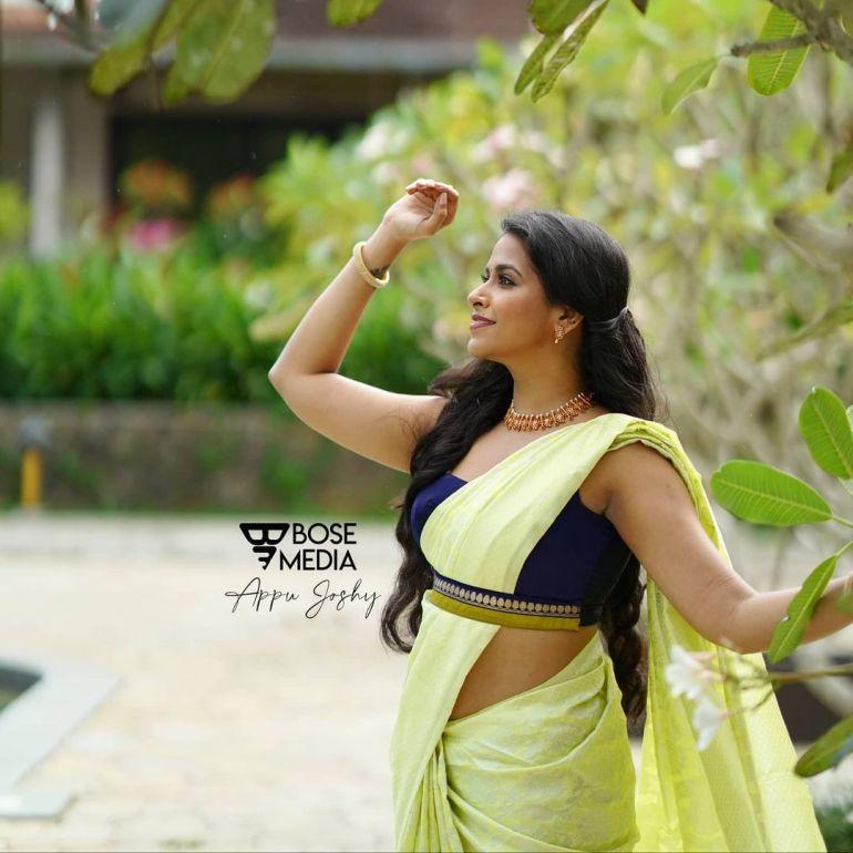 Sadhika Venugopal Wiki, Age, Biography, Movies, and Beautiful Photos 125