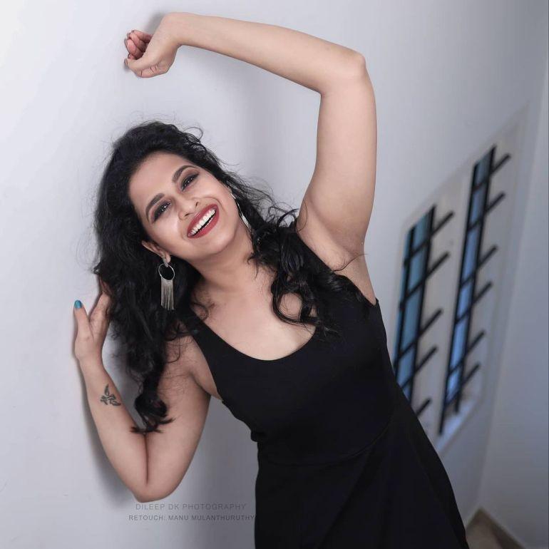 Sadhika Venugopal Wiki, Age, Biography, Movies, and Beautiful Photos 109