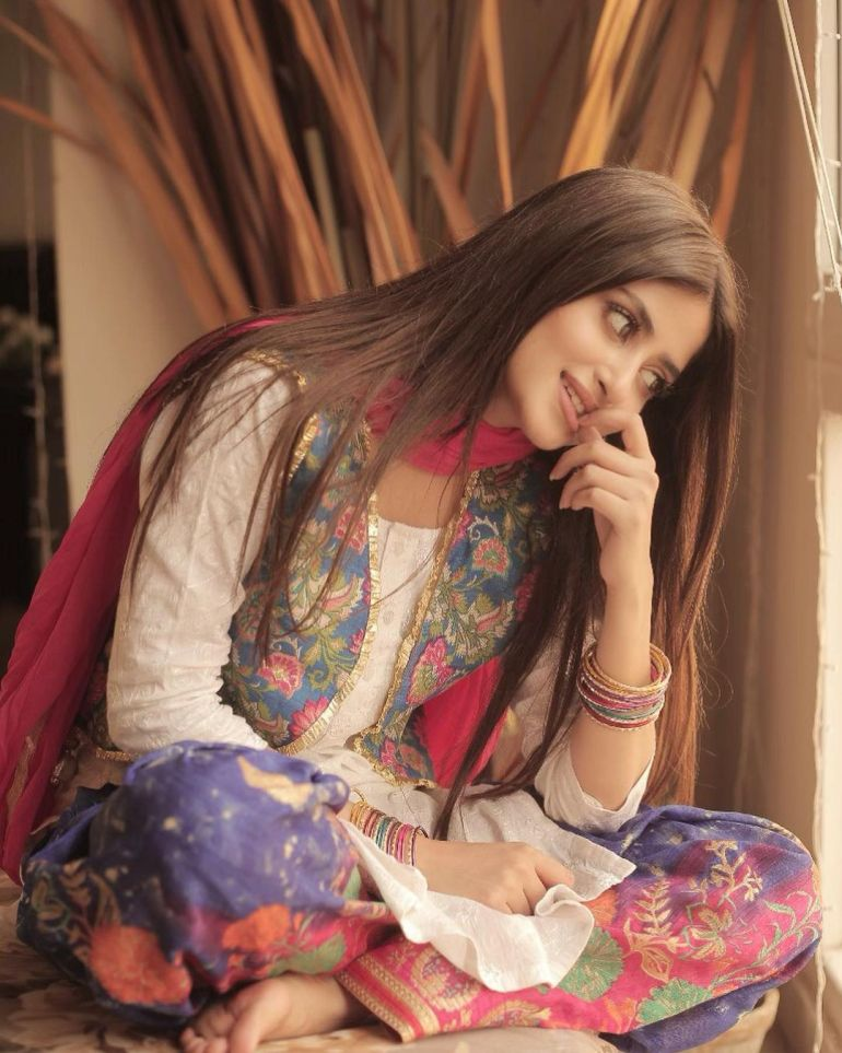 Sajal Aly Wiki, Age, Biography, Movies, and Beautiful Photos 117