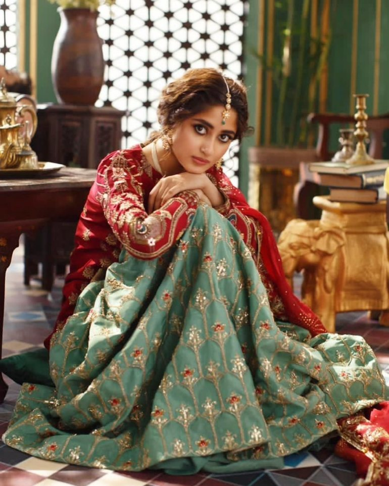 Sajal Aly Wiki, Age, Biography, Movies, and Beautiful Photos 123