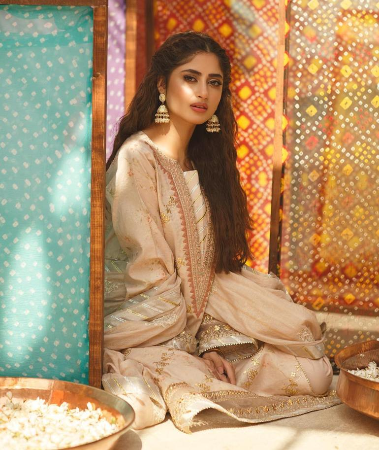 Sajal Aly Wiki, Age, Biography, Movies, and Beautiful Photos 109