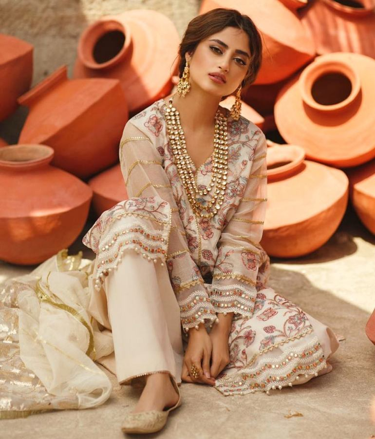 Sajal Aly Wiki, Age, Biography, Movies, and Beautiful Photos 112