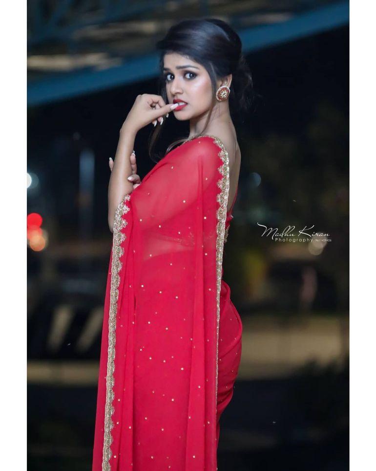 21+ Beautiful Photos of Sanjana Anand 118
